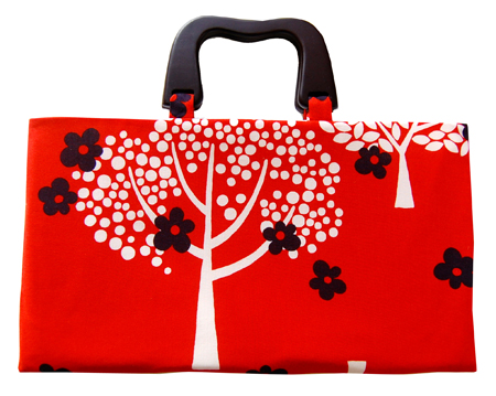 Jennifer Ladd (via Sew, Mama, Sew!) - Fat Quarter Handbag