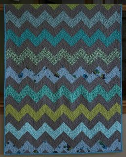 Crazy Mom Quilts (via Bee Square Fabrics) - Simple Zig Zag Quilt
